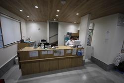 西大泉薬局店室内3.JPG
